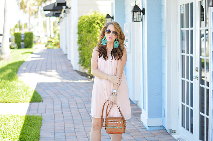 nina lacher from law of fashion blog wears fossil piper toaster bag multi color